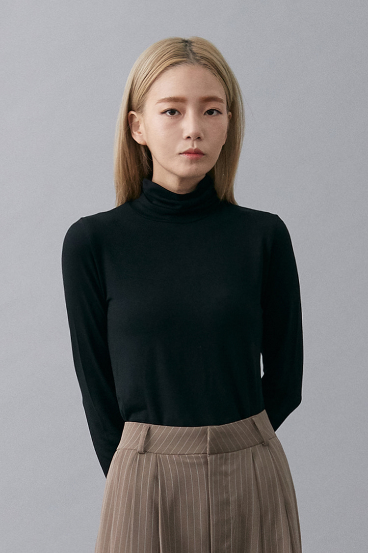 NOI148 slim fit rayon turtleneck (black)