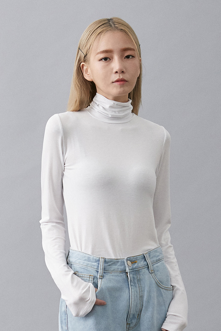 NOI149 slim fit rayon turtleneck (white)