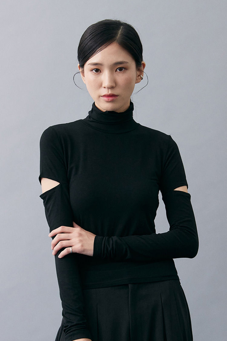 NOI146 slim fit rayon slit turtleneck (black)