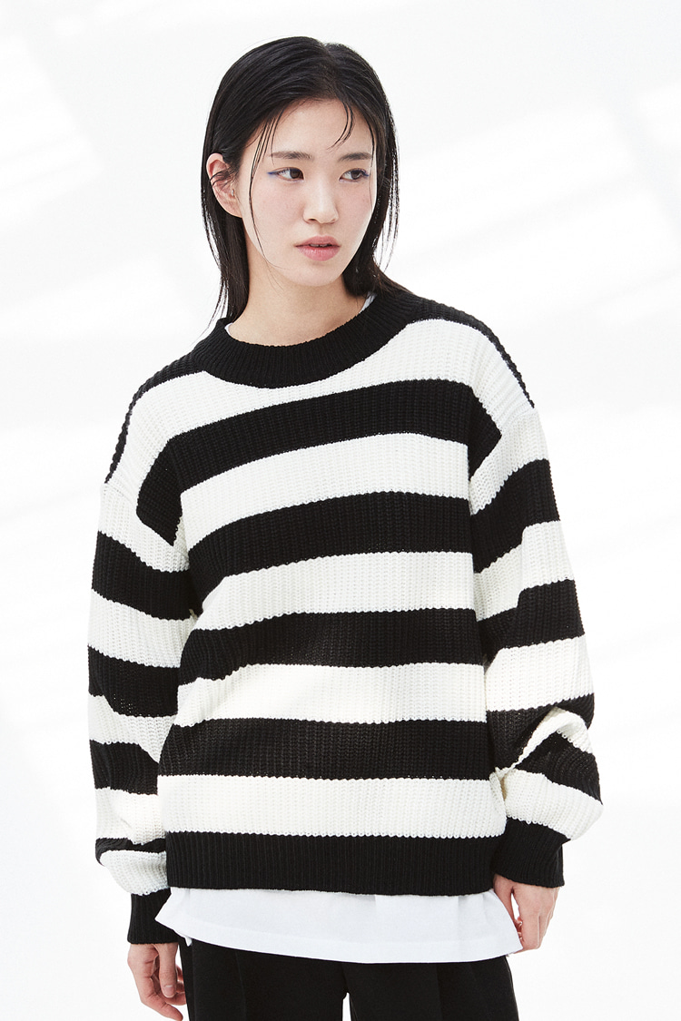 NOI295 stripe crew neck knit (white)