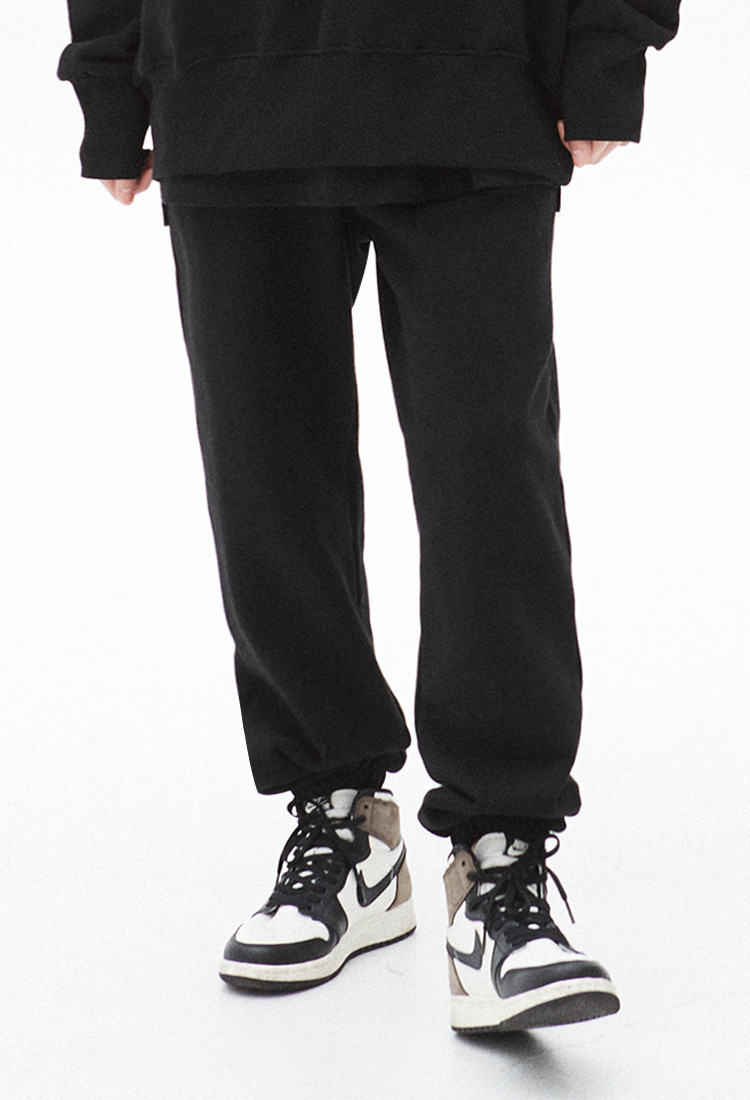 NOI327 essential sweat jogger pants (black)