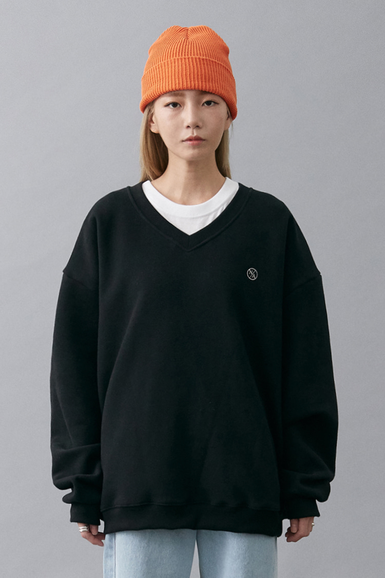 NOI181 v-neck overfit sweatshirt (black)